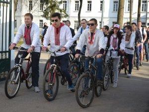Фото: Полтавській студенти влаштували велопробіг на честь Тараса Шевченка