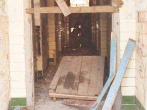 Фото: Чистота після суботника у полтавському Кадетському корпусі протрималася лише кілька днів