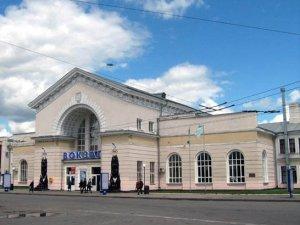 Фото: У Полтаві на Південному вокзалі облаштували пункт допомоги біженцям з Криму
