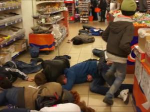 Фото: Флешмоб у Полтаві: жителів міста знову закликали бойкотувати російський бізнес