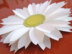 Фото: Квітка з серветки – прикраса святкового столу