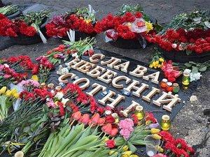 Фото: Родинам загиблих на Майдані активістів виплатять по 120 тисяч гривень