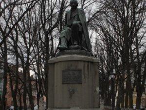 Фото: Полтавська влада Гоголя так і не вшанувала