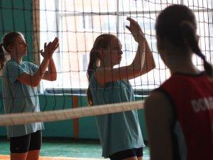 Фото: У Полтаві дали старт турніру з волейболу «Наталка Полтавка»