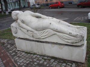 Фото: До 205-річчя від дня народження Гоголя: як нині у Полтаві виглядають  скульптури  гоголівських героїв