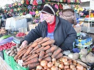 Фото: У Полтаві дорогі огірки та молода капуста, а м'ясо не дорожчає: ціни на продукти