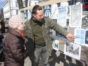Фото: У центрі Полтави влаштували вуличний музей (фото)