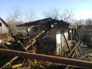 Фото: В селі під Полтавою горіли 5 покинутих будинків