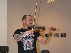 Фото: Роман Почеп – скрипаль з полтавським корінням, знаний у всьому світу