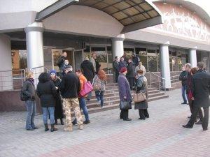 Фото: Полтавці вимагають покарати харківських правоохоронців та повернути додому місцеву міліцію