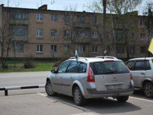 Фото: Автомайданівці понад дві години блокували автозаправку російської компанії під Полтавою