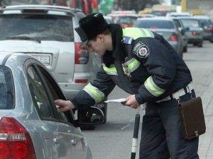 Фото: ДАІ заспокоює: поки нові бланки друкують, водіям видаватимуть тимчасові талони на реєстрацію та водійські права