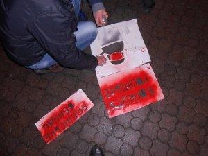 Фото: У Полтаві з'явилися графіті із зубатими матрьошками (фото)