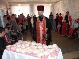 Фото: Полтавських дітей у лікарні поздоровили з Великоднем (фото)