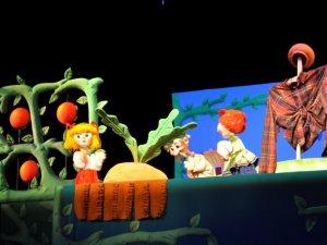 """Новий погляд на казку про """"Ріпку"""" показали у Полтавському театрі ляльок"""