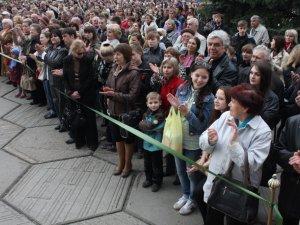Фото: У своє 35-ліття хор «Калина» присвятив концерт на вулиці Шевченку та Героям «Небесної сотні»