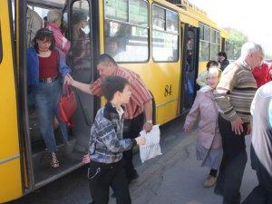 Поминальний понеділок у Полтаві: настав транспортний колапс
