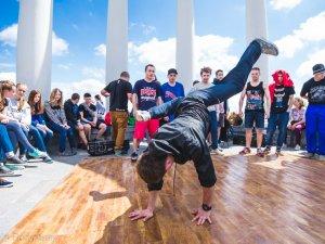 Фото: Фото. На Альтанці молодь влаштувала змагання з танців хіп-хоп культури