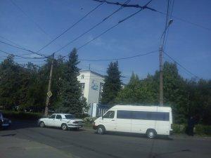 Фото: ДТП у Полтаві: на Халтуріна не розминулись  мікроавтобус і легковик (фото)