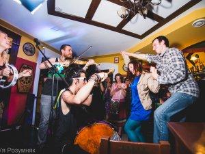 Фото: Фото. Музиканти із Канади, Мексики та Франції грали у Полтаві революційних пісень