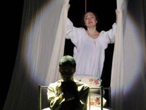 Фото: Гоголівці показали виставу, прем'єру якої перенесли через пожежу