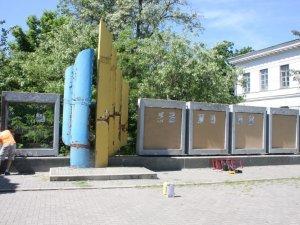 Фото: Стенди та стелу біля школи мистецтв у Полтаві пофарбують та підсвітять