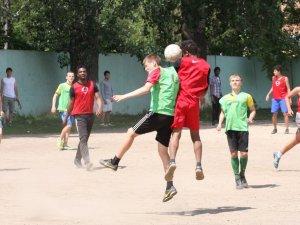 Фото: Футбол. У Полтаві студенти-іноземці програли школярам