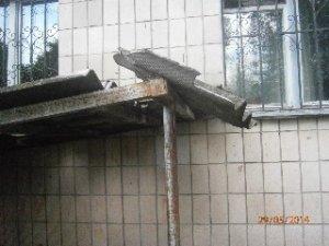 Фото: Народні новини. Полтавці скаржаться на комунальників та жахливий стан своїх будинків