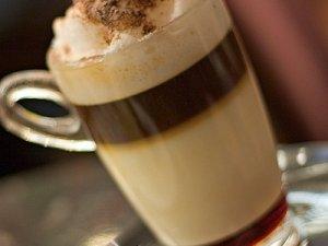 Фото: Як готують каву латте та латте макіато: про багатошарову насолоду