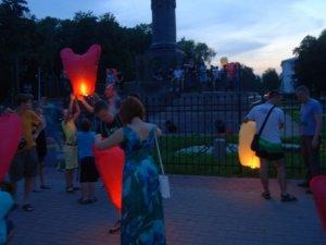 Фото: У Корпусному парку в Полтаві запустили різнокольорові ліхтарі