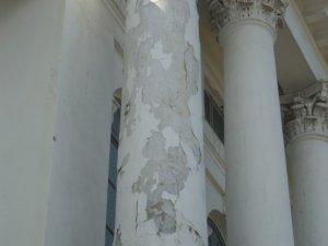 Фото: У Полтаві вимагають відремонтувати фасад кінотеатру (фотофакт)