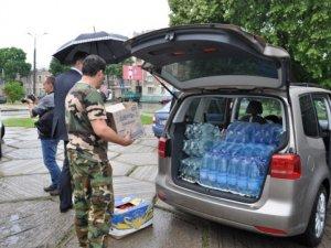 Фото: У Полтаві нацменшини та Автомайдан передали допомогу на Схід