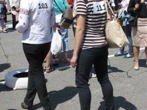 Фото: У Полтаві відбувся забіг на шпильках. Фото