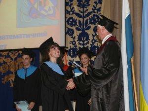 Фото: На сторіччя Полтавського педуніверситету магістрам вручили дипломи