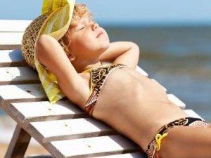 Фото: Як допомогти дитині при сонячному ударі