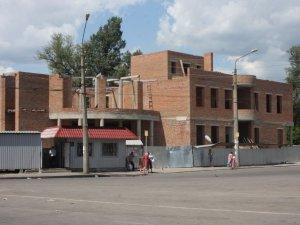 Фото: У Полтаві на Південному вокзалі уже 2 роки будують нову автостанцію