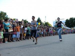Фото: І в Лубнах бігали на шпильках