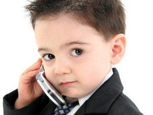 Фото: Чи варто дитині купувати мобільний телефон