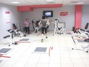 Фото: Жіночий фітнес-клуб Happy Fitness – жодних чоловіків, лише спорт, музика та щастя