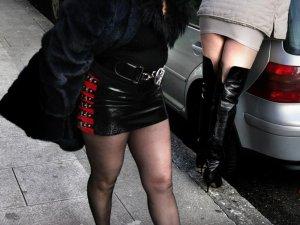 Фото: У Полтаві 20-річна звела 16-річну дівчину з клієнтом для інтиму