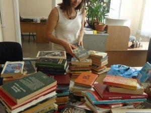 Фото: Полтавці зібрали для сільських бібліотек 350 книг