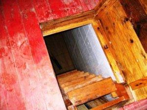 Фото: Жителька села у Полтавській області впала у підвал на арматуру