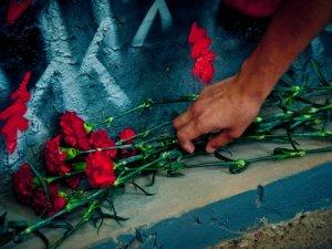 Фото: На графіті-меморіалі загиблим Героям України замість таблички - щит майданівця