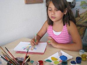 Фото: В художньому салоні збирають малюнки від полтавських дітей військовим