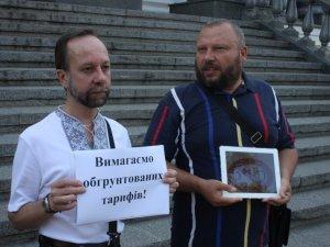 Фото: Невдоволені полтавці мітингували під міськрадою (оновлено)