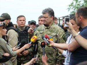 Фото: Порошенко запропонував поміняти місцями поранених офіцерів і керівників військкоматів