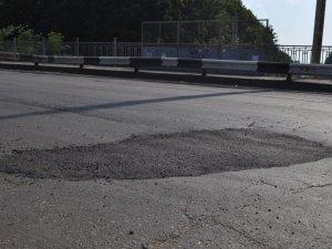 Фото: Рукоділля по-полтавськи: люди ремонтують дорогу власноруч і за свої гроші