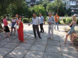 Фото: На перенесений суд над Олегом Пустовгаром прийшло до десятка мітингувальників