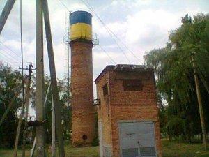 Фото: У Диканьці на Полтавщині патріотично пофарбували водонапірну вежу