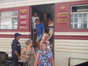 Фото: Полтавські рятувальники зустріли біженців зі Сходу